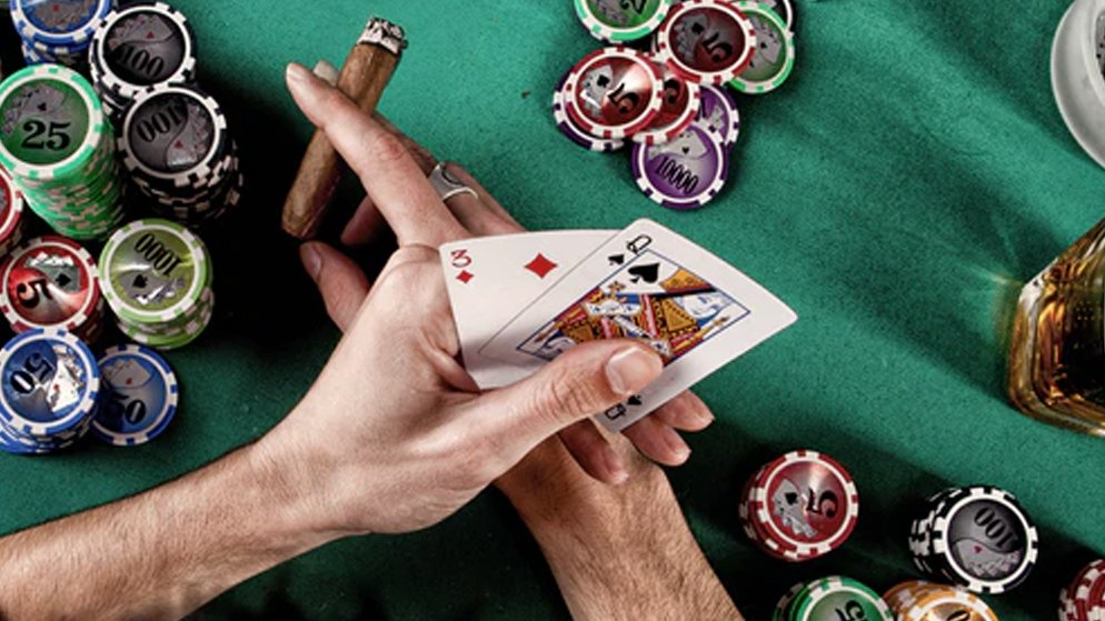Can you earn money playing online casino games?
